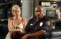 En politimand skal der altid v�re med i s�danne film, ligeledes skal en ung, yndig, blond kvinde gerne v�re d�kket i blod.  Foto: Nordisk Film.