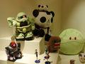 N�r caf�teriet fik jeg �jnet en chance for at skyde nogle flere billeder af plush-udstillingen. Mecha-pandaen med den lille panda-operat�r og den bed�rende Zeon Gundam var ikke til at st� for.